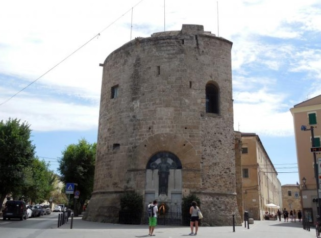Torre di Porta Terra in Alghero: historic access to the city!